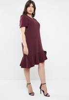 STYLE REPUBLIC PLUS - Asymmetrical shift dress - burgundy