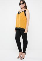 STYLE REPUBLIC PLUS - Contrast cami - yellow & black