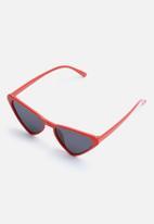 Superbalist - Meldoy cat eye sunglasses - red