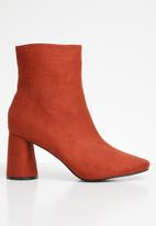 Public Desire - Bronte round lock heel ankle boot - rust