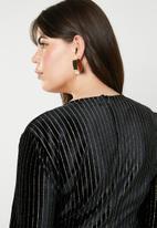 Missguided - Curve velvet glitter stripe wrap dress - black & gold