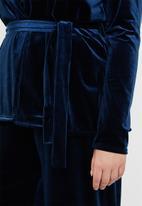 Missguided - Curve velvet belted jacket - navy