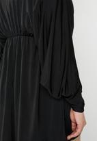 Missguided - Curve batwing slinky mini dress - black