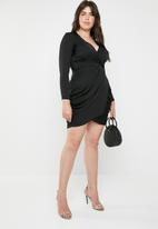 Missguided - Curve satin wrap over ruched side dress - black
