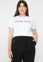 STYLE REPUBLIC PLUS - Curves ahead T-shirt - white