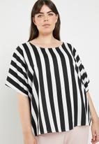 STYLE REPUBLIC PLUS - Basic boxy stripe blouse - black & white