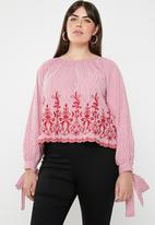 STYLE REPUBLIC PLUS - Tie sleeve embroidered stripe blouse - red & white