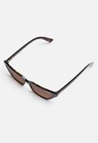 Vogue - Gigi Hadid slim cat-eye sunglasses 53mm - brown