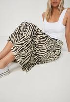 Cotton On - Woven Daria pleated skirt - cream & black