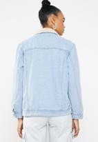 Missguided - Oversized borg body denim jacket - blue