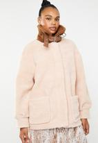 Missguided - Borg aviator jacket with contrast collar - beige