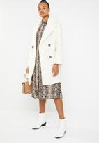 Missguided - Oversized boucle coat - white