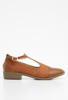 Jada - Fabric combo flat pointed pump - tan