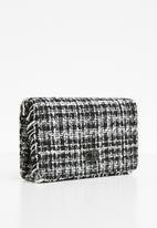 Missguided - Boucle chain strap shoulder bag - black & white