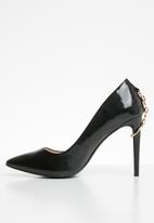 Miss Black - Courts with chain detail - black