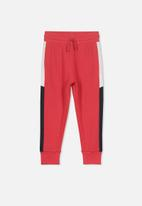 Cotton On - Leo trackpant - red & black