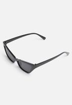 Superbalist - Adriana cat eye sunglasses - black