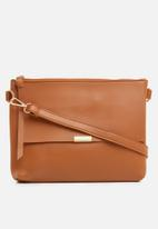 STYLE REPUBLIC - Leather-look slingbag - tan