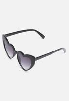 Missguided - Black frame heart sunglasses - black