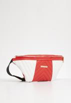 BLACKCHERRY - Quilt detail moonbag - red