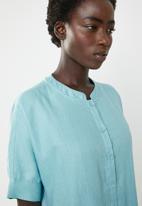 AMANDA LAIRD CHERRY - Lumka stripe kaftan with front tie - blue