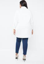STYLE REPUBLIC PLUS - Asymmetrical shirt with multi-tie detailing - white