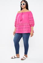 STYLE REPUBLIC PLUS - Ladder lace bardot top - pink