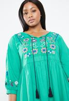 STYLE REPUBLIC PLUS - Tiered embroidered dress - green