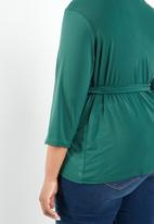 STYLE REPUBLIC PLUS - Self- tie wrap top - green