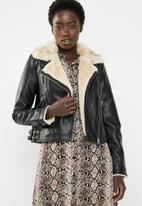 Vero Moda - Fall short faux leather jacket - black