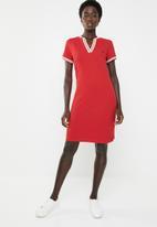 POLO - Tessa V-neck golfer dress - red
