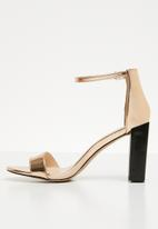 Missguided - Feature block heel barely there sandal - rose gold
