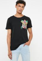 STYLE REPUBLIC - Printed tee with chest pocket - black