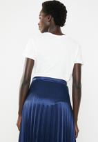 Jacqueline de Yong - Dona short sleeve print top - white