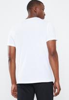 Asics - Esnt short sleeve top hex - white