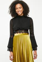 Missguided - Flared long sleeve lace trim crop top - black