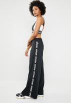 Reebok - Workout myt knit wide leg training pants - black & white