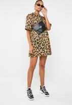 Missguided - High neck T-shirt dress leopard - tan & black