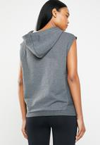 Reebok - Combat legacy sleeveless hoodie - grey