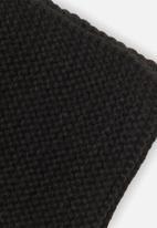 MINOTI - Knitted scarf - black