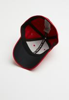 Under Armour - Men's blitzing 3.0 cap - red & black