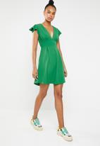 c(inch) - Open back dress - green