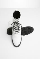 Superbalist - Roxy lace up boot - white