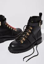 Cotton On - Faux leather lace-up combat boot - black & gold