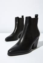 Cotton On - Faux leather gusset ankle boot - black