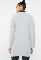 Missguided - V neck fluffy ribbed knitted dress - grey