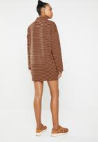 Missguided - High neck sweater dress - black & brown