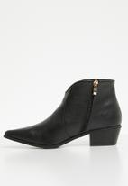 Jada - Cowboy pointed ankle boot - black