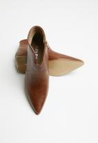 Jada - Cowboy pointed ankle boot - brown