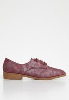 Butterfly Feet - Adalynn brogue - burgundy